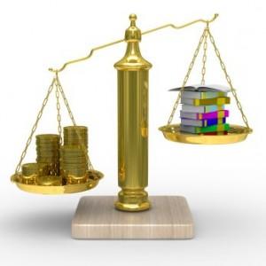 balanza-monedas-libros